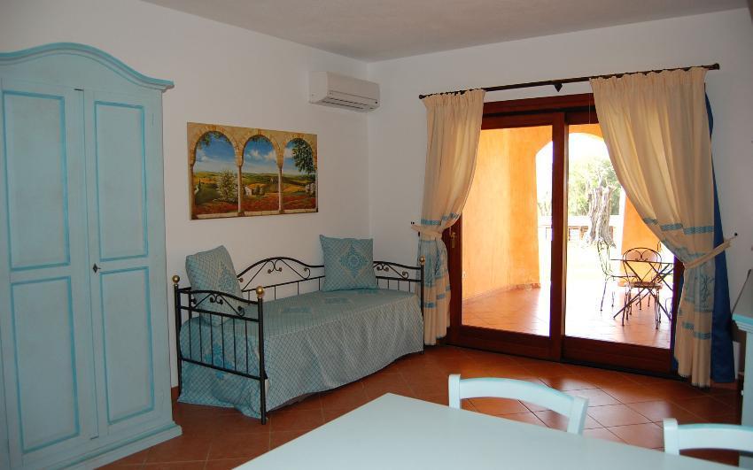 Camere Con Divano Letto : Camere borgo di punta marana villaggi mare sardegna